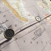 taupe kussenhoes wereldkaart detail