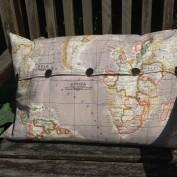 Taupe kussenhoes wereldkaart rechthoek met knopen