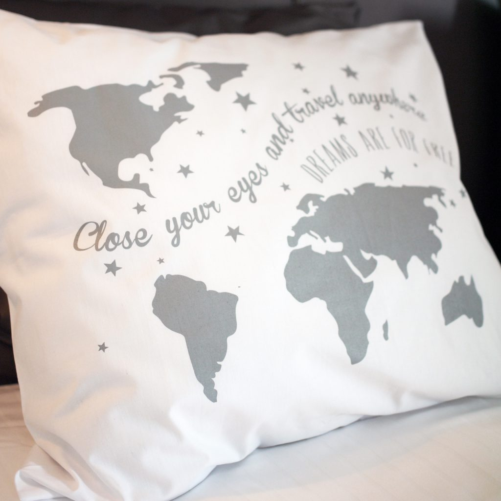worldmap-pillow
