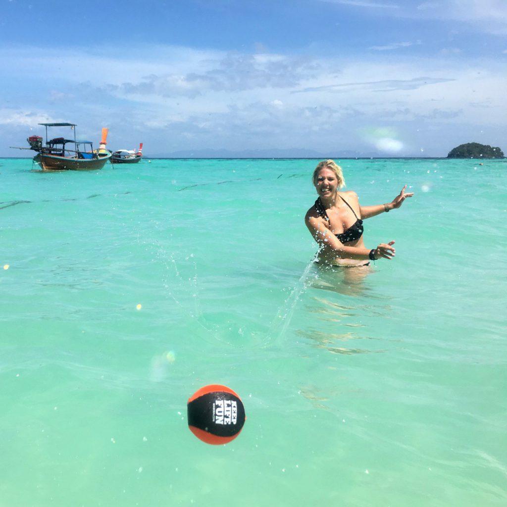 beach-game-waboba-ball