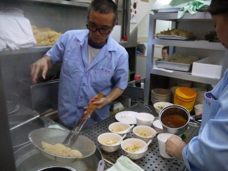 foodtour-hongkong-noodles-