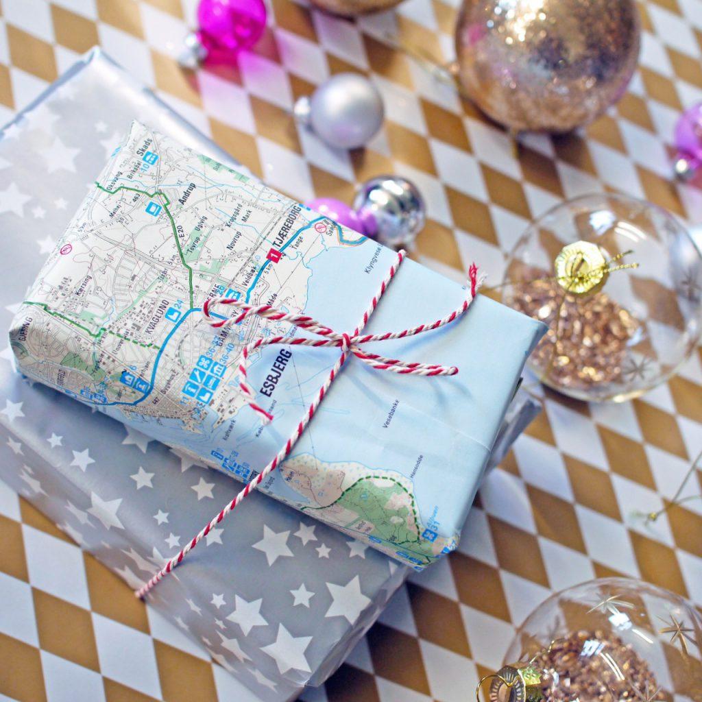 holidays gift traveler