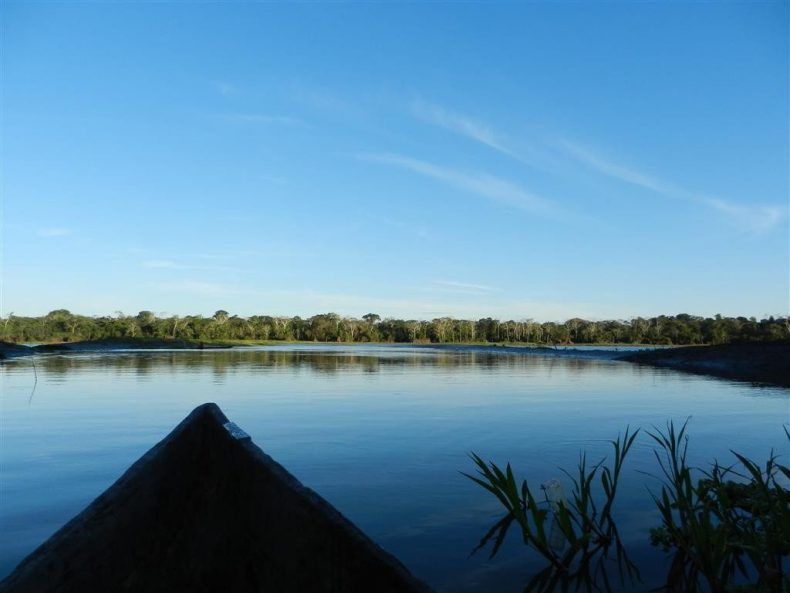 Peru-jungle-trek-amazone-canoe