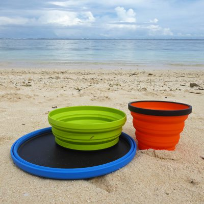 Collapsible camping dinnerware set
