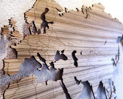 Review: wooden world map, the eye-catcher of your interior