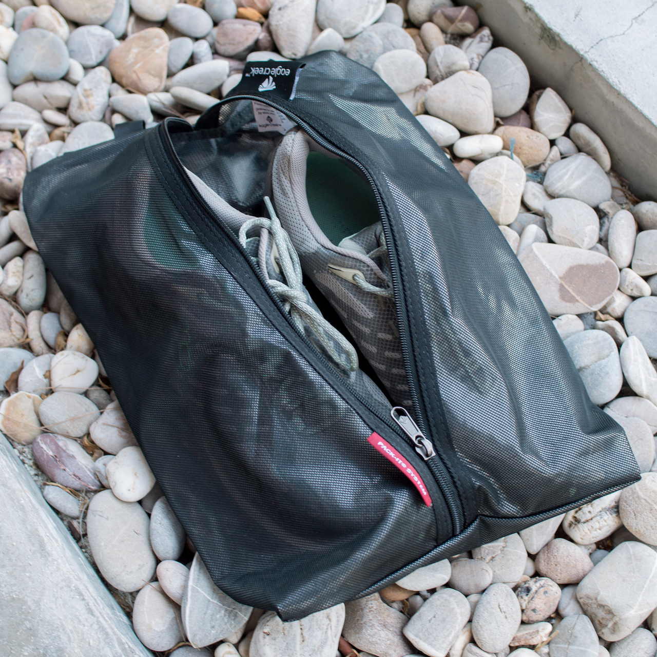 Shoe storage bag | Keep your baggage clean and organized