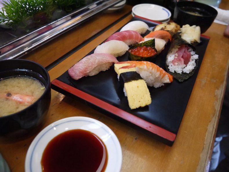 Japan-fishmarket-sushi
