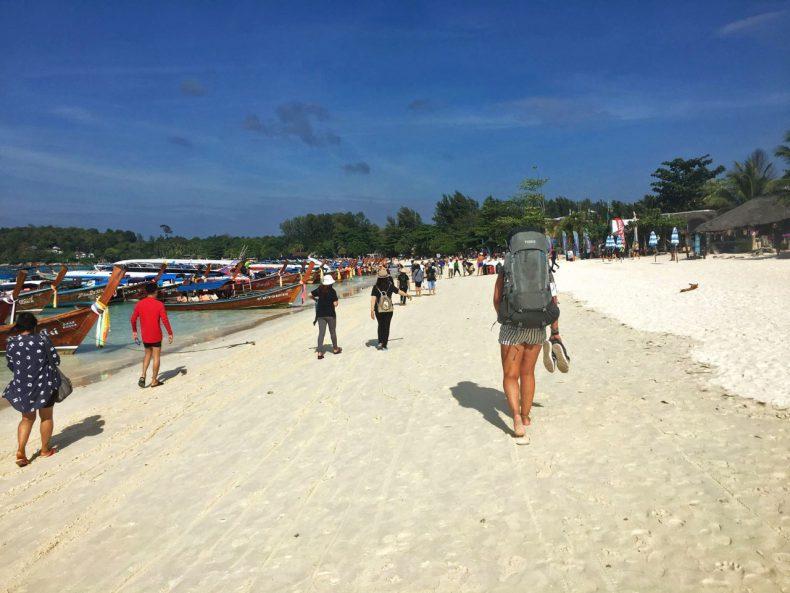 thule-backpack-beach