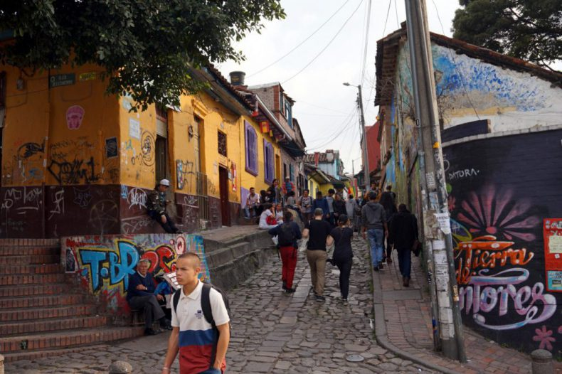 colombia-bogota-chicha-street