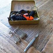 survival-kit-veiligheidsspelden-pincet